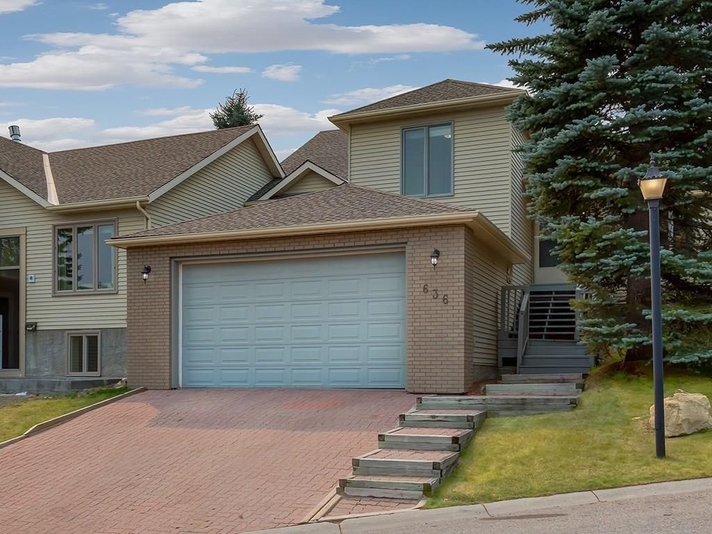 Main Photo: 636 STRATTON Terrace SW in Calgary: Strathcona Park Semi Detached for sale : MLS®# C4203169