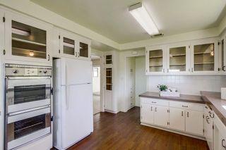Photo 10: VISTA House for sale : 3 bedrooms : 2155 Warmlands Avenue