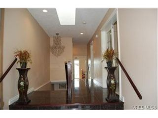 Photo 2:  in : SE High Quadra House for sale (Saanich East)  : MLS®# 453465