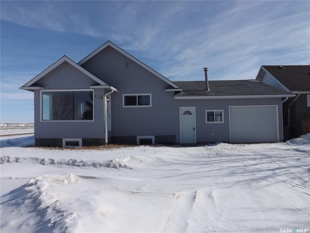 Main Photo: 433 Young Street in Bienfait: Residential for sale : MLS®# SK841929