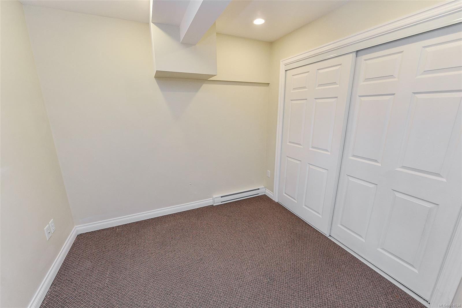Photo 6: Photos: 367 E Burnside Rd in : Vi Burnside Quadruplex for sale (Victoria)  : MLS®# 861634