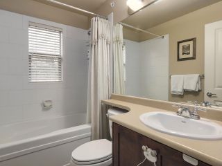 "Photo 14: 229 E QUEENS Road in North Vancouver: Upper Lonsdale Townhouse for sale in ""QUEENS COURT"" : MLS®# R2362718"