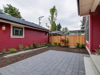 Photo 2: 548 E 10TH Avenue in Vancouver: Mount Pleasant VE 1/2 Duplex for sale (Vancouver East)  : MLS®# R2085035