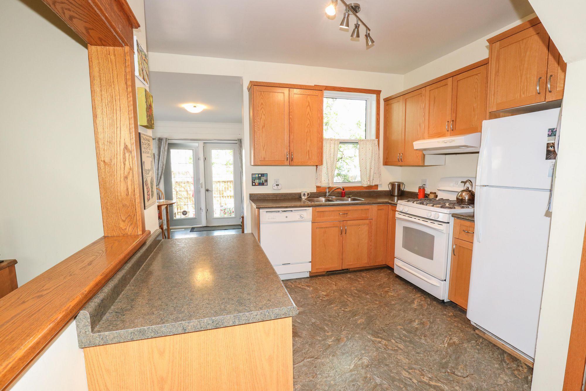 Photo 13: Photos: 110 Lipton in Winnipeg: Wolseley Single Family Detached for sale (5B)  : MLS®# 202111593