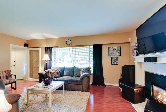 Photo 4: Photos: 4550 198B Street in Langley: Langley City House for sale : MLS®# R2037783