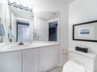 "Photo 13: 1009 1500 HOWE Street in Vancouver: Yaletown Condo for sale in ""The Discovery"" (Vancouver West)  : MLS®# R2561951"