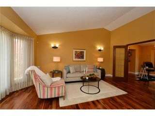 Photo 3: 610 EDGEBANK Place NW in Calgary: Edgemont House for sale : MLS®# C4110946