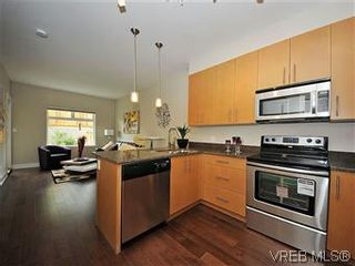 Photo 1: 302 21 Conard St in : VR Hospital Condo for sale (View Royal)  : MLS®# 569636