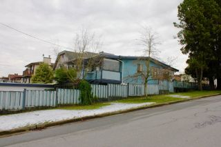 Photo 3: 3205 E 16TH AVENUE in Vancouver: Renfrew Heights House for sale (Vancouver East)  : MLS®# R2240815