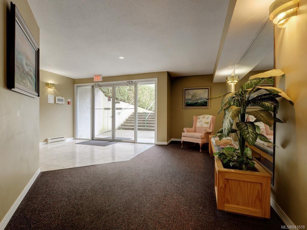 Photo 21: Photos: 101 1039 Caledonia Ave in Victoria: Vi Central Park Condo for sale : MLS®# 841658