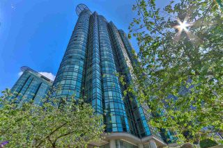 """Photo 1: 2002 588 BROUGHTON Street in Vancouver: Coal Harbour Condo for sale in """"HARBOURSIDE TOWERS 1"""" (Vancouver West)  : MLS®# R2580599"""