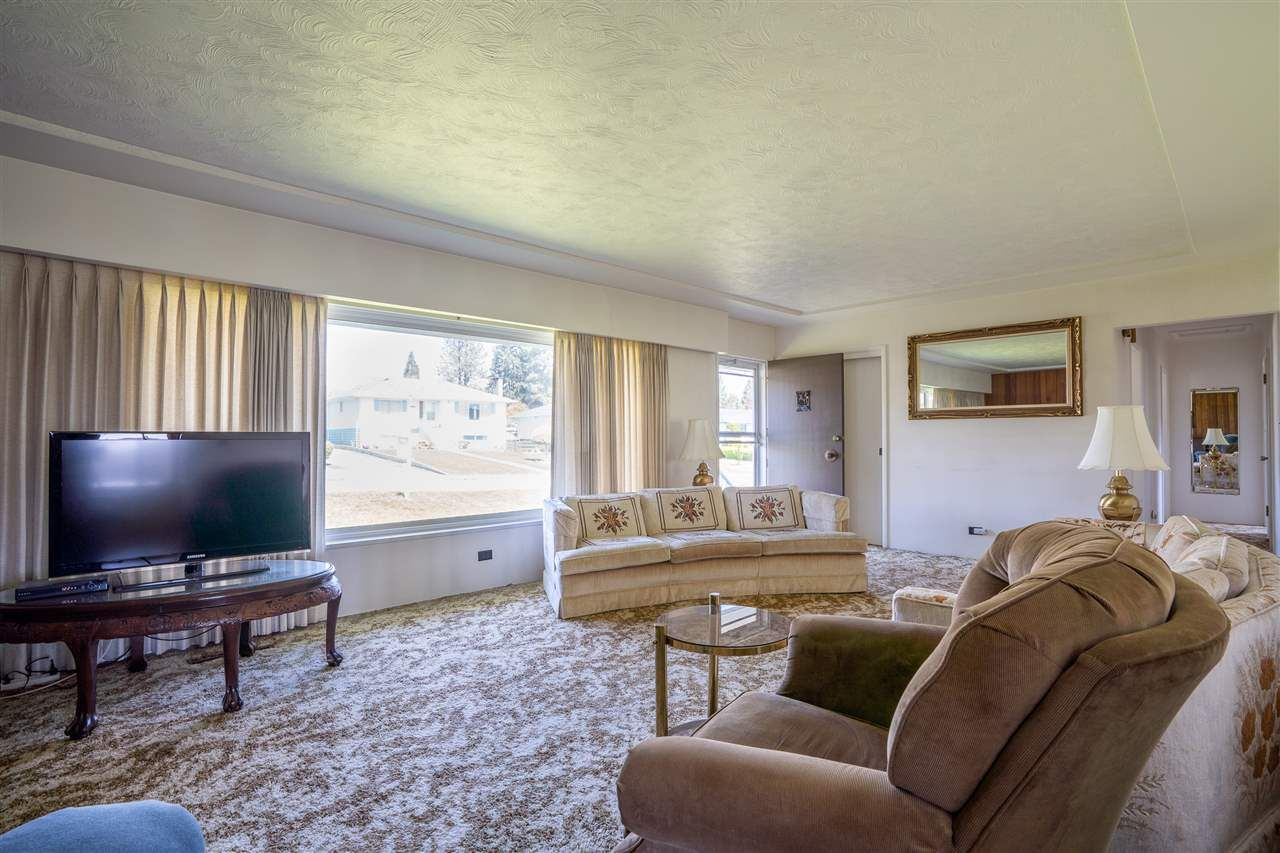 "Photo 9: Photos: 6420 AUBREY Street in Burnaby: Parkcrest House for sale in ""PARKCREST"" (Burnaby North)  : MLS®# R2365057"
