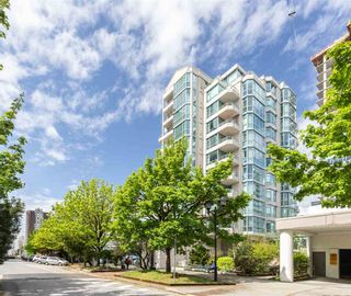 """Photo 2: 904 140 E 14TH Street in North Vancouver: Central Lonsdale Condo for sale in """"Springhill Place"""" : MLS®# R2452707"""