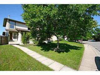Photo 1: 29 TEMPLEMONT Drive NE in CALGARY: Temple Residential Attached for sale (Calgary)  : MLS®# C3576651