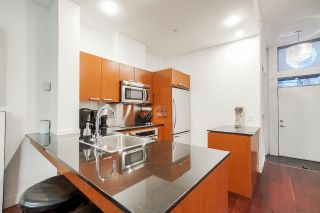 """Photo 10: 1243 SEYMOUR Street in Vancouver: Downtown VW Townhouse for sale in """"elan"""" (Vancouver West)  : MLS®# R2519042"""