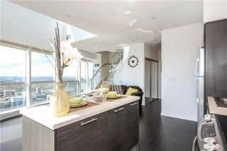 Photo 16: 386 Yonge St Unit #5711 in Toronto: Bay Street Corridor Condo for sale (Toronto C01)  : MLS®# C3611063