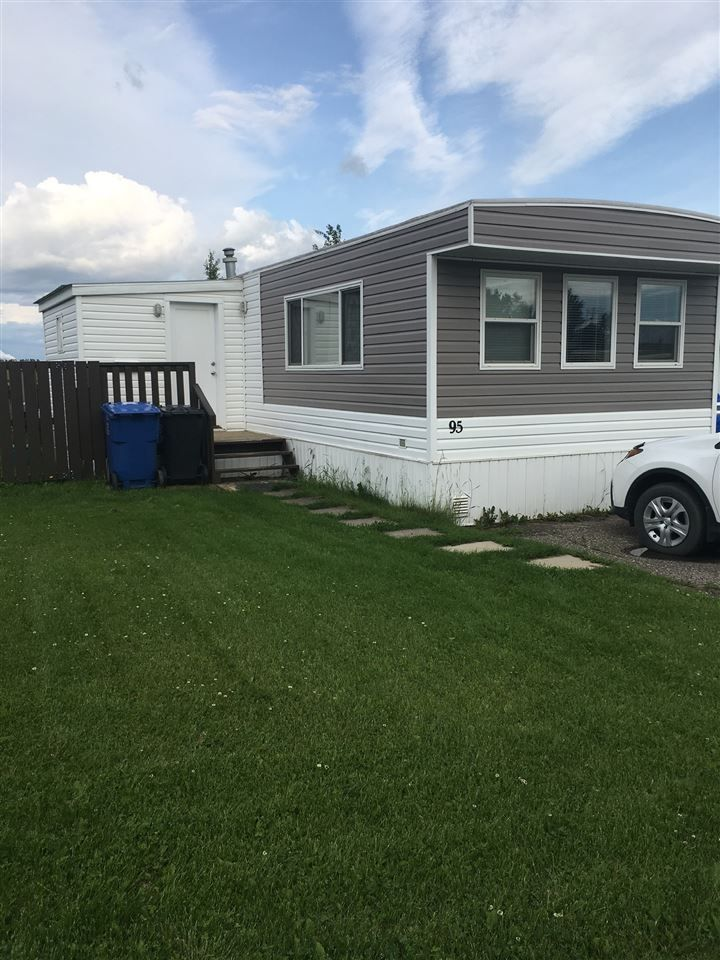 """Main Photo: 95 8420 ALASKA Road in Fort St. John: Fort St. John - City SE Manufactured Home for sale in """"PEACE COUNTRY MOBILE HOME PARK"""" (Fort St. John (Zone 60))  : MLS®# R2477162"""