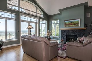 Photo 4: 40 Slopes Grove SW in Calgary: Springbank Hill Detached for sale : MLS®# A1069475