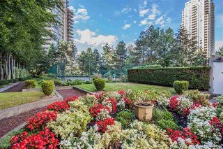 """Photo 17: 2102 4350 BERESFORD Street in Burnaby: Metrotown Condo for sale in """"CARLTON ON THE PARK"""" (Burnaby South)  : MLS®# R2584428"""