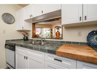 """Photo 5: 219 15991 THRIFT Avenue: White Rock Condo for sale in """"ARCADIAN"""" (South Surrey White Rock)  : MLS®# R2456477"""