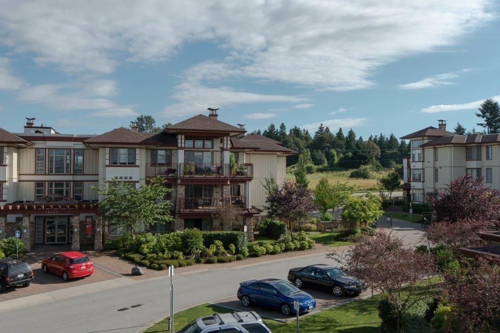 "Main Photo: 301 16477 64 Street in Surrey: Cloverdale BC Condo for sale in ""St. Andrews"" (Cloverdale)  : MLS®# R2063867"