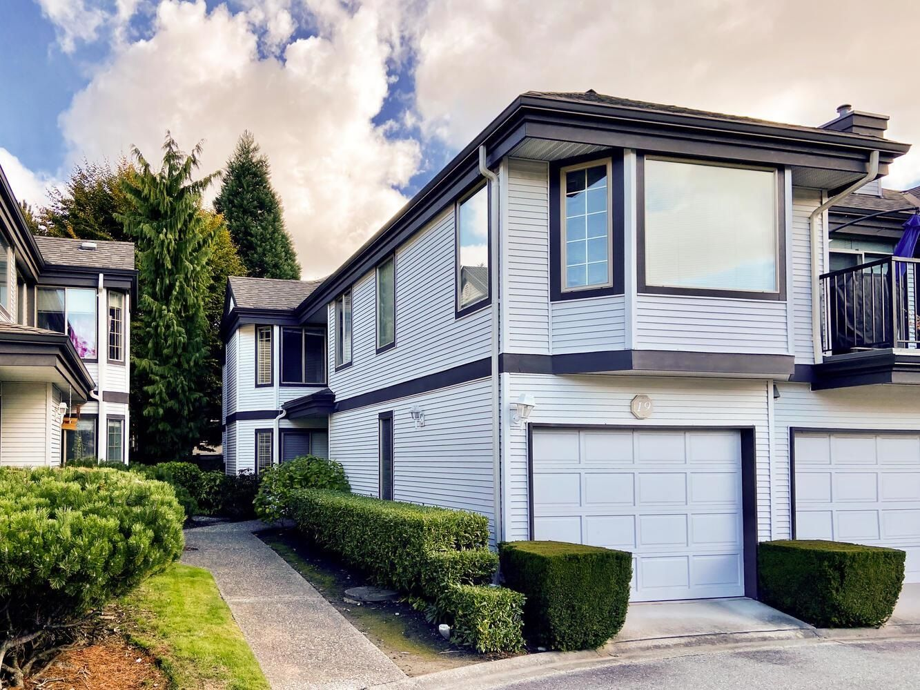 """Main Photo: 19 15840 84 Avenue in Surrey: Fleetwood Tynehead Townhouse for sale in """"Fleetwood Gables"""" : MLS®# R2625644"""
