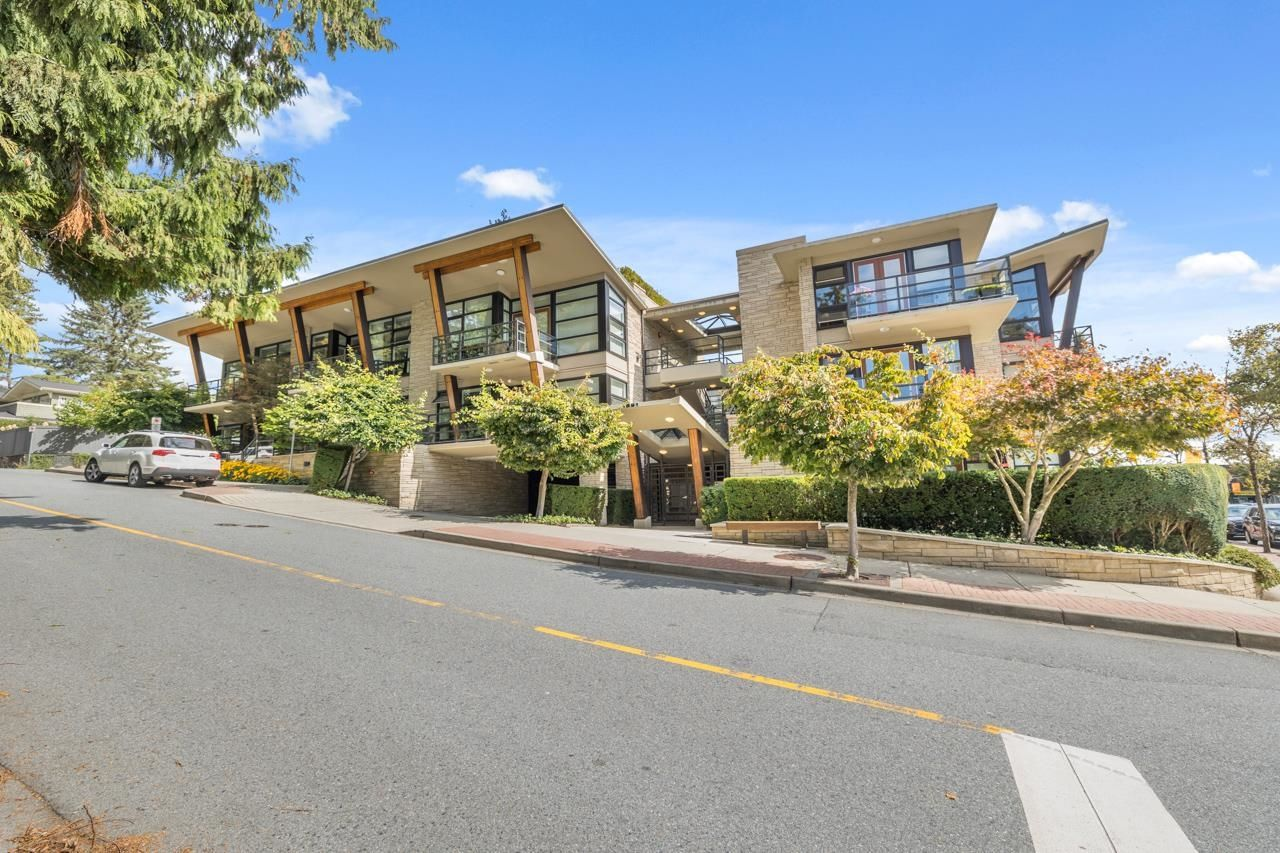 Main Photo: 4 1891 MARINE Drive in West Vancouver: Ambleside Condo for sale : MLS®# R2617064