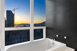 "Photo 18: PH3304 1199 SEYMOUR Street in Vancouver: Downtown VW Condo for sale in ""BRAVA"" (Vancouver West)  : MLS®# R2574898"