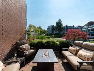 """Photo 3: 1594 ISLAND PARK Walk in Vancouver: False Creek Townhouse for sale in """"THE LAGOONS"""" (Vancouver West)  : MLS®# R2297532"""
