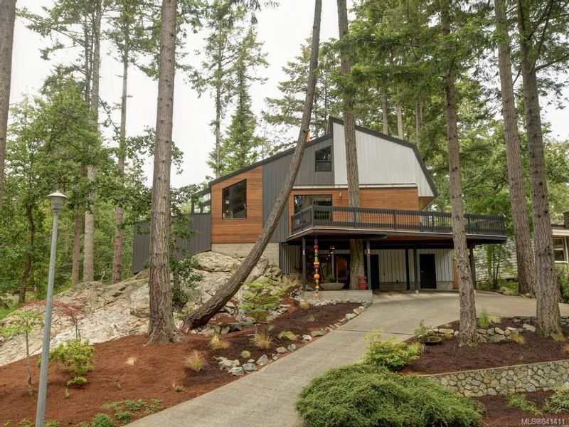 FEATURED LISTING: 969 Shadywood Dr Saanich