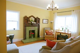 """Photo 10: 2236 E PENDER Street in Vancouver: Hastings House for sale in """"GRANDVIEW"""" (Vancouver East)  : MLS®# R2073977"""