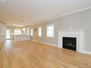 Photo 3: 4 3933 South Valley Dr in VICTORIA: SW Strawberry Vale Row/Townhouse for sale (Saanich West)  : MLS®# 784541