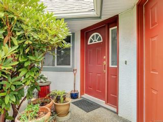 Photo 2: 6 1356 Slater St in : Vi Mayfair Row/Townhouse for sale (Victoria)  : MLS®# 884232