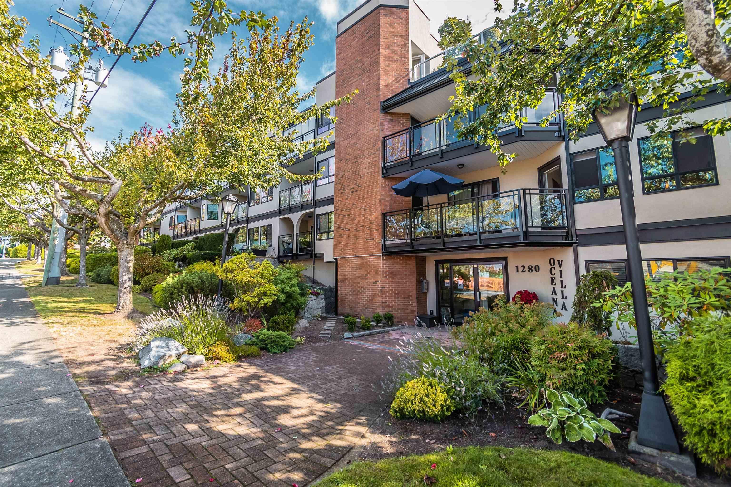 "Main Photo: 105 1280 FIR Street: White Rock Condo for sale in ""Oceana Villas"" (South Surrey White Rock)  : MLS®# R2616267"