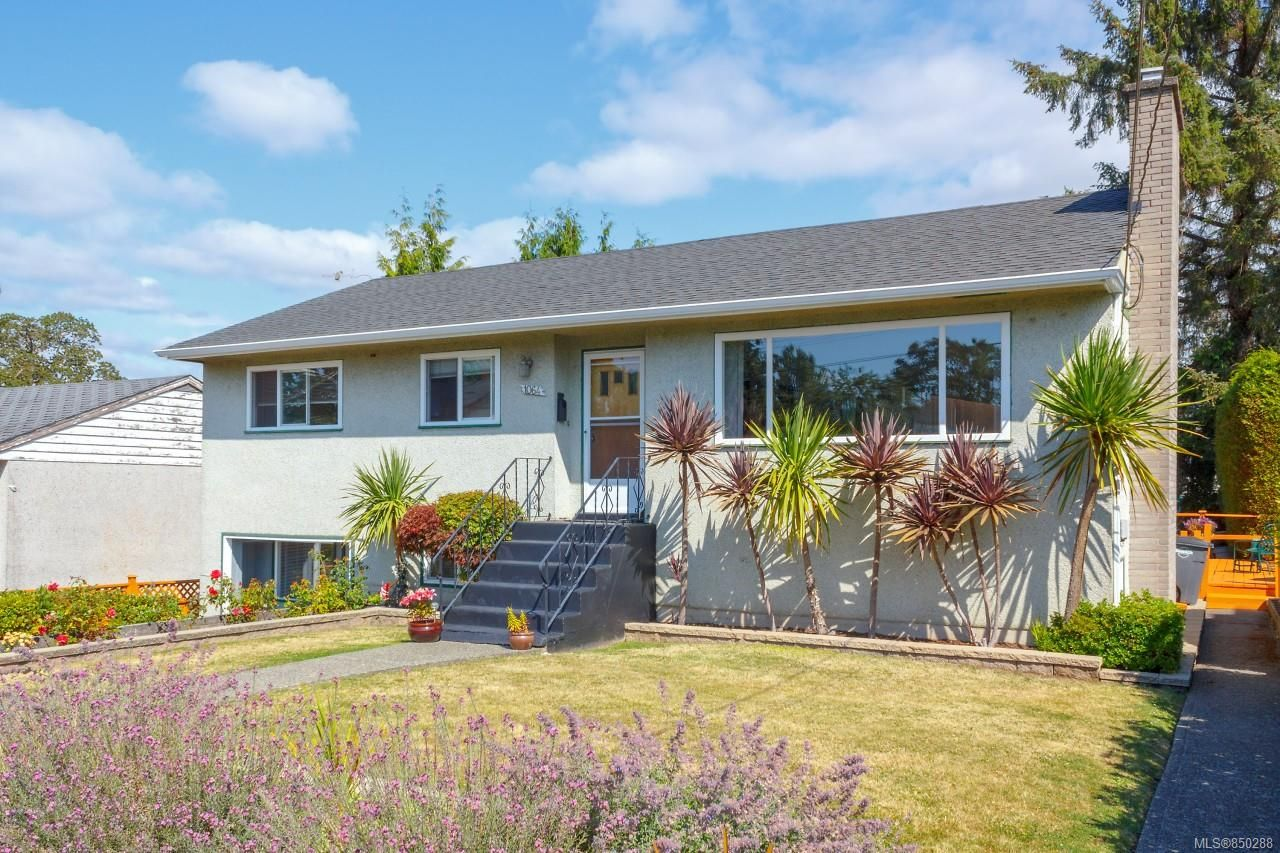 Main Photo: 1064 Willow St in : SE Lake Hill House for sale (Saanich East)  : MLS®# 850288