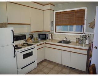 Photo 3: 451 GREENE Avenue in WINNIPEG: East Kildonan Residential for sale (North East Winnipeg)  : MLS®# 2909519