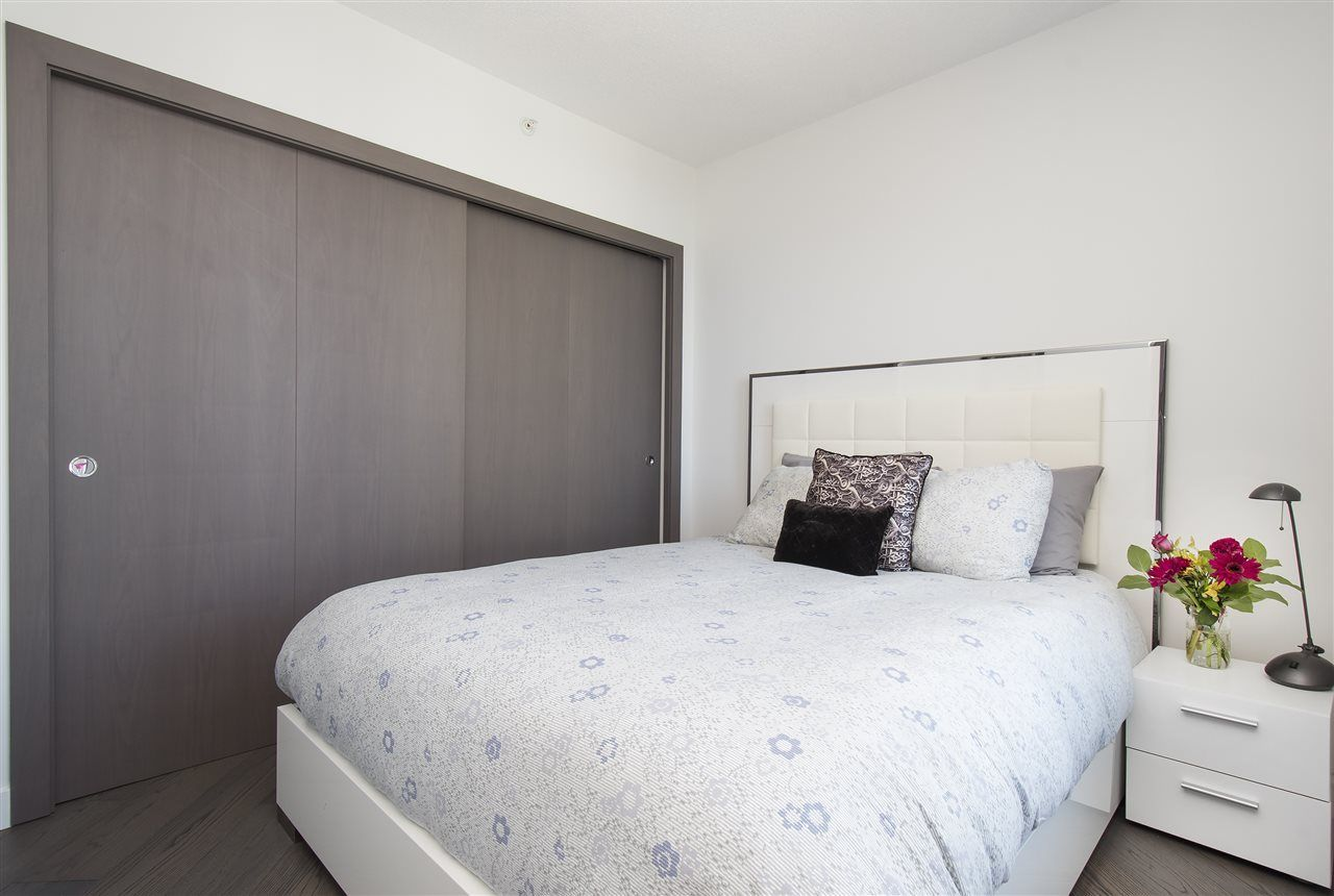 """Photo 15: Photos: 1908 68 SMITHE Street in Vancouver: Downtown VW Condo for sale in """"1 PACIFIC"""" (Vancouver West)  : MLS®# R2216431"""