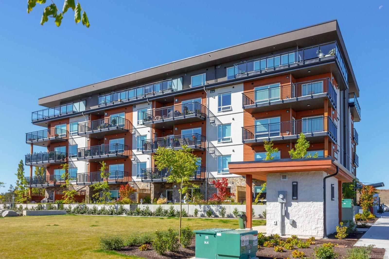 Main Photo: 304 2500 Hackett Cres in : CS Turgoose Condo for sale (Central Saanich)  : MLS®# 855268