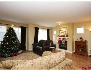 """Photo 2: 35 6651 203RD Street in Langley: Willoughby Heights Townhouse for sale in """"SUNSCAPE"""" : MLS®# F2833451"""