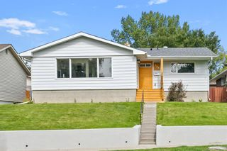Photo 2: 308 Capri Avenue NW in Calgary: Charleswood Detached for sale : MLS®# A1143471