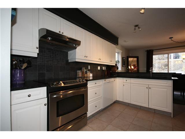 Photo 2: Photos: 1425 1 Street NE in CALGARY: Crescent Heights Townhouse for sale (Calgary)  : MLS®# C3550740