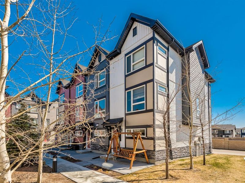 FEATURED LISTING: 402 - 11 Evanscrest Mews Northwest Calgary
