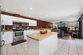 Photo 2: 2876 Ulverston Ave in : CV Cumberland House for sale (Comox Valley)  : MLS®# 879581