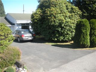 Photo 3: 1384 FERNWOOD CR in North Vancouver: Norgate House for sale : MLS®# V1019901