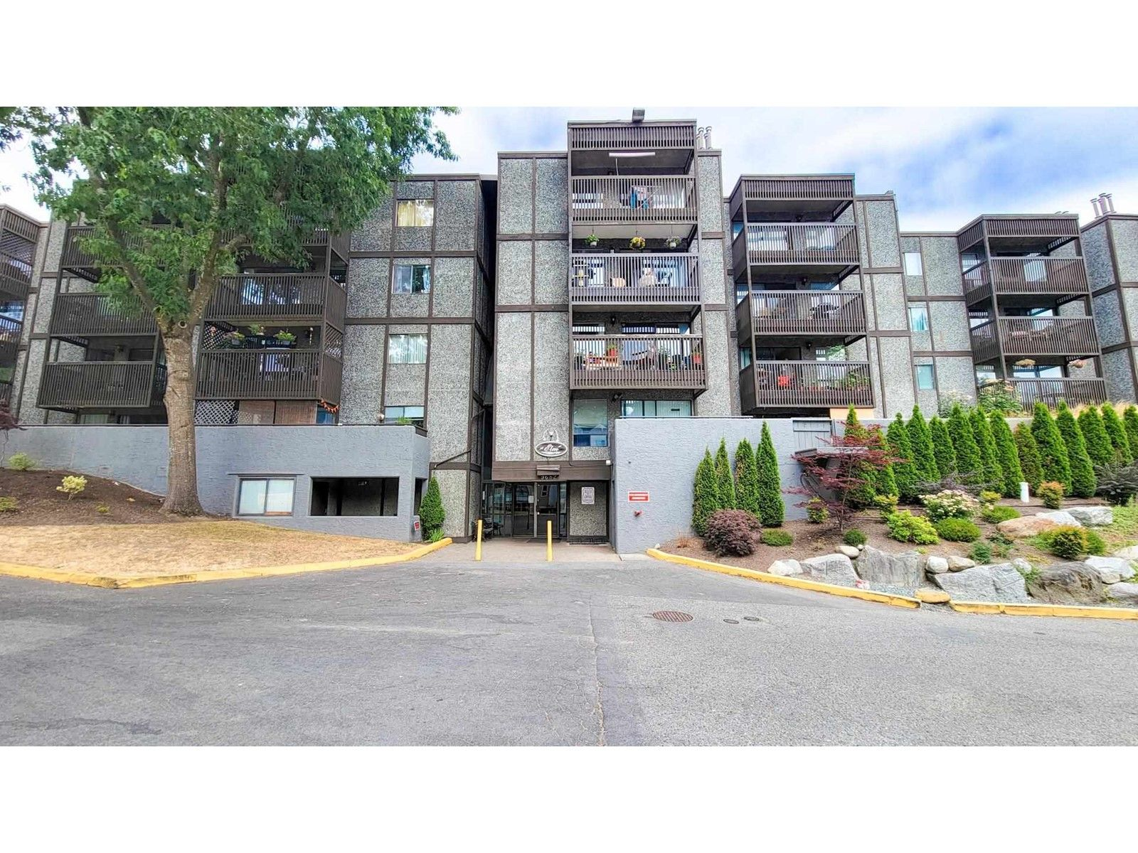 Main Photo: 213 9682 134 STREET in SURREY: House for sale : MLS®# R2602959