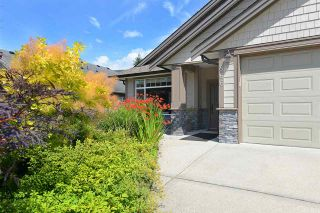 Photo 1: 866 AURORA Way in Gibsons: Gibsons & Area House for sale (Sunshine Coast)  : MLS®# R2387004