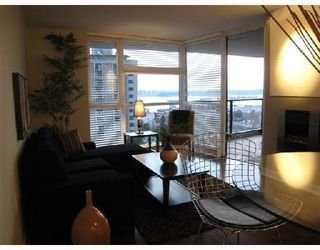 Photo 4: 703-160 West 3rd Street in North Vancouver: Lower Lonsdale Condo for sale : MLS®# V725790