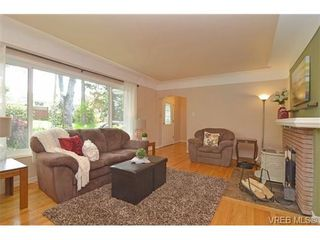 Photo 11: VICTORIA FAMILY HOME FOR SALE = VICTORIA REAL ESTATE SOLD With Ann Watley!