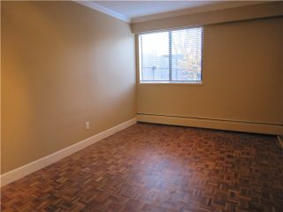"""Photo 4: 107 211 W 3RD Street in North Vancouver: Lower Lonsdale Condo for sale in """"Villa Aurora"""" : MLS®# V858801"""