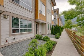 """Photo 1: 9 1188 WILSON Crescent in Squamish: Dentville Townhouse for sale in """"The Current"""" : MLS®# R2269962"""